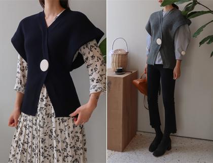 Big-button vest