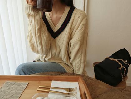 Tennis v-neck knit