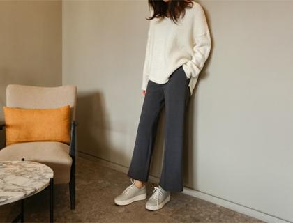 Wonder boots-cut pants