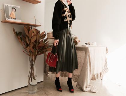 Pearl-pleats skirt