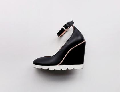 Clean wedge heel ♩