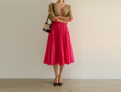 Memory pleats skirt