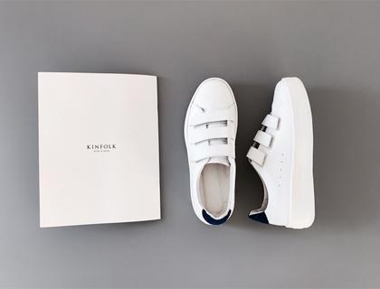 Velcro sneakers ♩