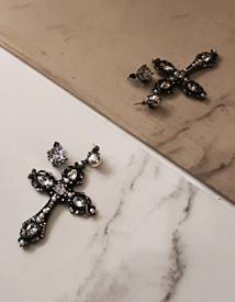 Unbal-cross earring