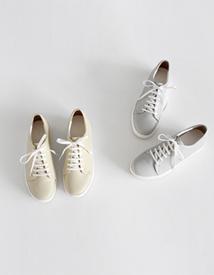 Clean sneakers ♩
