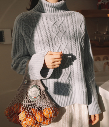 Cable turtle knit