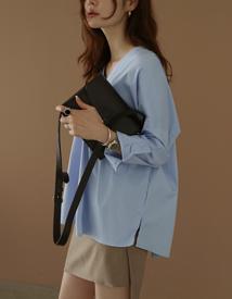 Boxy v-neck shirt