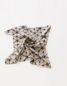 Petit leaf scarf