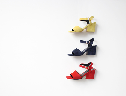 Its suede sandal ♩