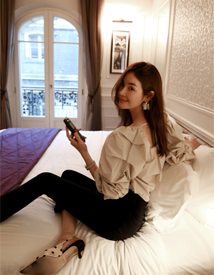 Balloon shirring blouse