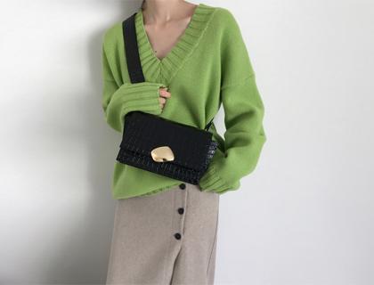 Box v-neck knit