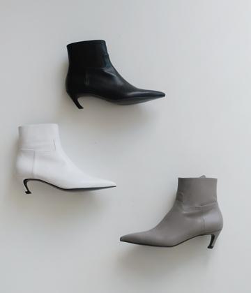 Slash ankle boots ♩
