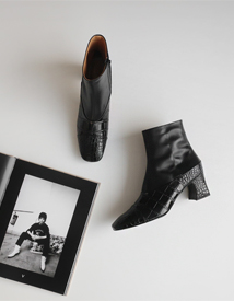 Croc ankle boots ♩