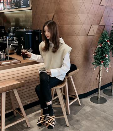 Collar knit vest