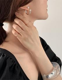 Jasmine pearl earring