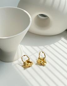Gold art earring