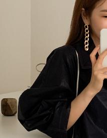 Chain clutch earring