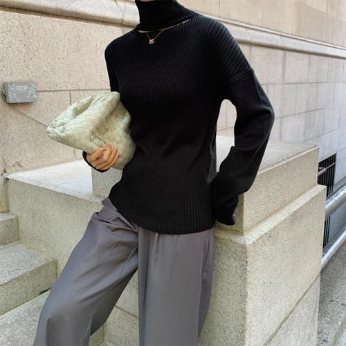 Neck line slit knit