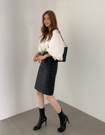 Embossing leather skirt