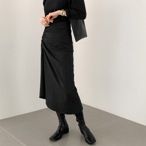 Snug shirring skirt