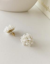 Popcorn pearl earring