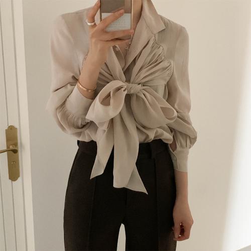 Step ribbon blouse