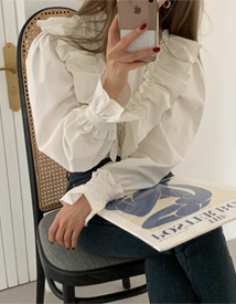 Langs frill blouse