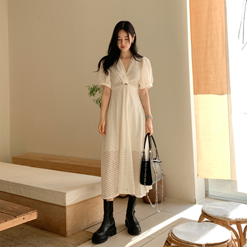 Sandy lace dress
