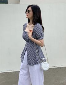Check slit blouse