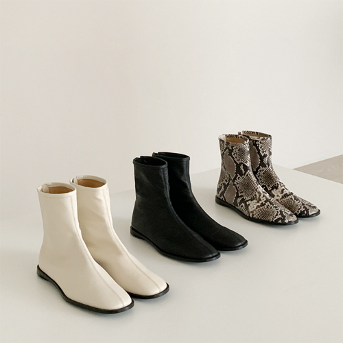 Square fitted ankle boots ♩