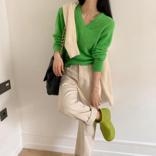 Vivid v-neck knit *옐로우그린, 1월 29일이후 입고예정*