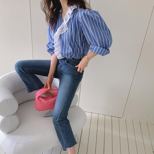 Punching lace blouse