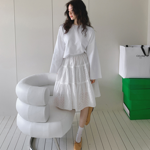 Blanc lace skirt