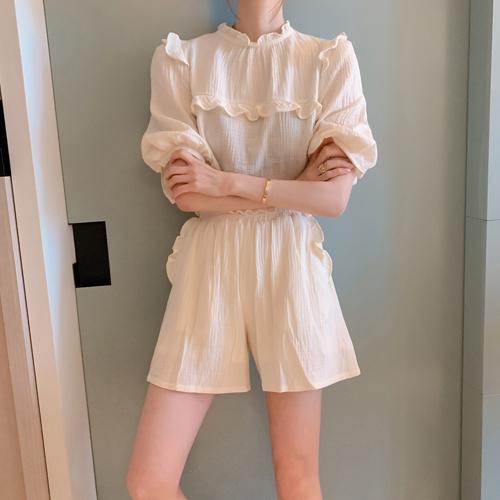 Yoru frill blouse